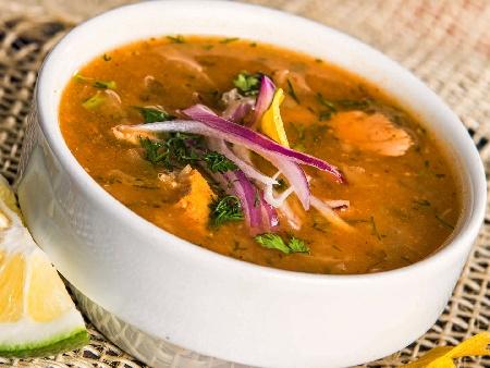 Попска яхния от скумрия с лук арпаджик и домати - снимка на рецептата